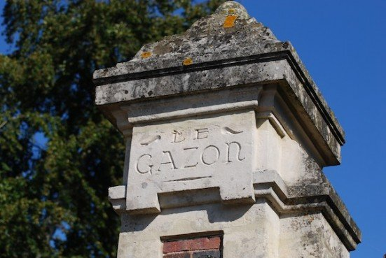 le gazon pillar